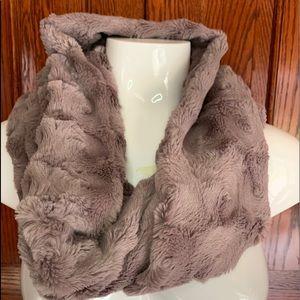 Loft faux fur soft scarf light brown